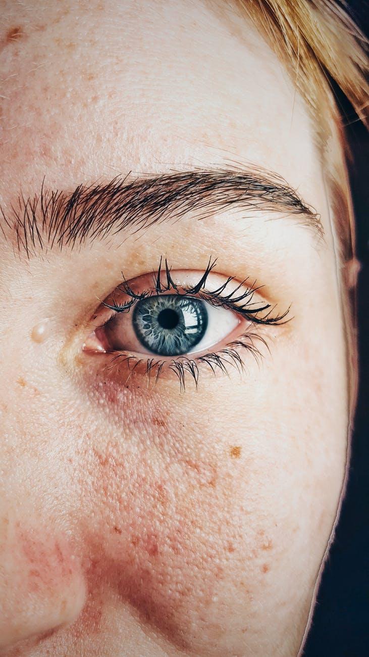 beautiful blue eyes close up dhyamis kleber